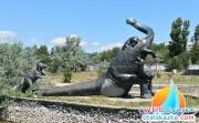 Памятник бронтозавру в Саках